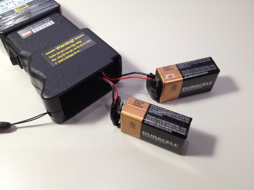 スタンガンの電池の接続方法 電池を立てる