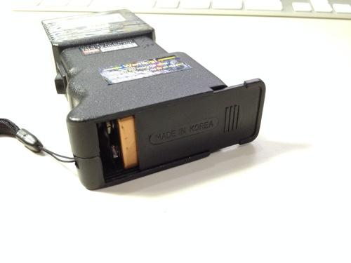 スタンガンの電池の接続方法 蓋を閉める