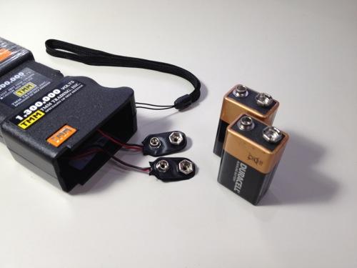 図解 スタンガンの電池の入れ方