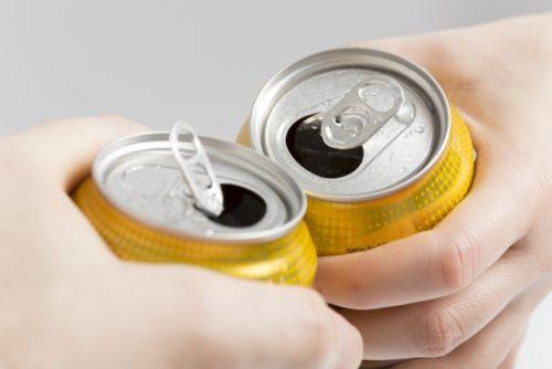 ロングバトンスタンガンは350缶飲料と同じ重さ