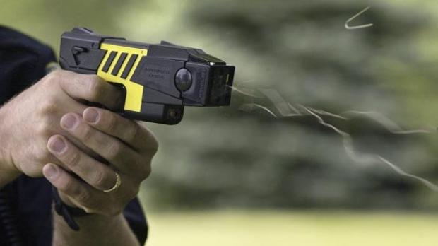 スタンガン銃のテーザー銃