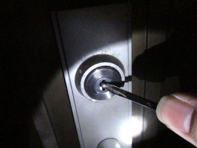 空き巣と強盗の対策はドアと窓から