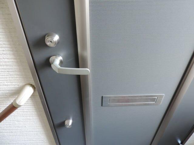 2重ロックのドア